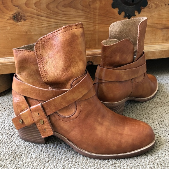 351c473d2ff UGG Women's Elora Leather Ankle Boots In Chestnut